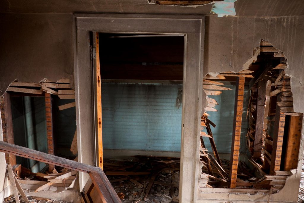 dirty and damaged house that needs to renovate